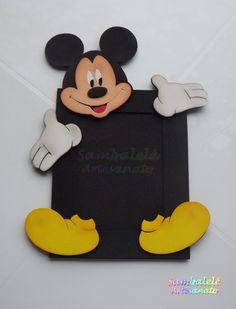 Porta retrato 10 x 15 em EVA . Pedido mínimo de 15 peças, que poderão ser distribuídas entre Mickey e Minnie. Temos outras cores disponíveis para moldura. Consulte-nos!