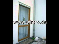 Alte Balkontür aus Holz und neue Balkontür aus Kunststoff -------------old door of wood and new door of pvc