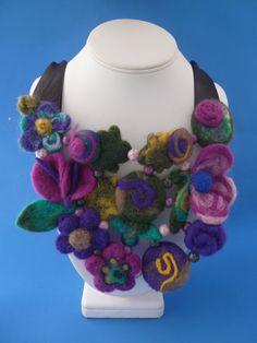 Beautiful felt neck-wear - Collar babero de fieltro