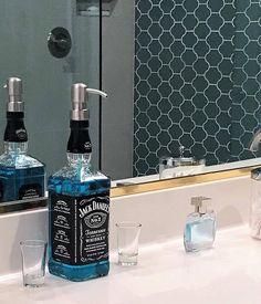 Jack Daniels Whiskey Soap Dispenser – Bathroom Soap – Kitchen Soap Dispensers – Banyo – Home Decoration Whisky Jack Daniels, Jack Daniels Decor, Jack Daniels Gifts, Jack Daniels Bottle, Mouthwash Dispenser, Wine Dispenser, Bathroom Soap Dispenser, Soap Dispensers, Liquor Bottle Crafts