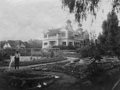 Image via Los Angeles Public Library photo collection For a new city, Los Angeles has an awful lot of lost architecture. From the lush rural estates of early Angeleno...