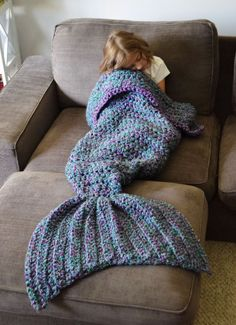 FADFAY Mermaid Blanket Knitting Pattern Blanket Mermaid Tail Blanket-Blue Kids *** Visit the image link more details. Crochet Afghans, Crochet Blanket Patterns, Knitting Patterns, Crocheted Blankets, Cozy Blankets, Knitting Ideas, Free Knitting, Baby Knitting, Crochet Gratis