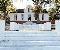Paarl Guest Houses, The Diamant Estate and function venue is situated at the foot of the Paarl Mountain. The estate overlooks acres of vineyards and flourishing country side.
