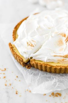 A lemon meringue pie is a dessert that everyone likes. This one is a lime meringue pie because I love the tanginess that the lime brings to the recipe. Lime Meringue Pie, Sweet Cooking, Dessert Recipes, Desserts, Sweet Recipes, Cravings, Bakery, Snacks, Icing