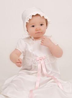 Grace of Swedens Dopklänning Grace-Princess  med matchande dophätta.