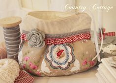 My Country Cottage Garden: Creative Sewing Fabric Boxes, Fabric Purses, Country Cottage Garden, Purse Tutorial, Creation Couture, Craft Bags, Patchwork Bags, Little Bag, Zipper Bags