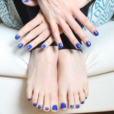 Matching fingers and toes, glam.