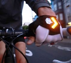 Bicycle Gloves With Turn Signals. pure and utter genius.