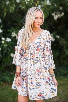 Pretty Bohemian Dresses, layering tunics, maxi dresses at inexpensive prices. Stylish clothing, pretty feminine tops + long dresses for free-spirited women. Smock Dress, Dress Skirt, Tunic, Cute Sweater Dresses, Long Tops, Feminine Style, Boho Dress, Stylish Outfits, Autumn Fashion