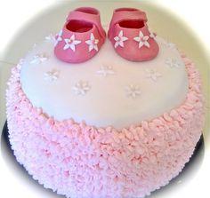Ristiäiskakku mansikka ja vanilja moussella Christning cake with strawberry and vanilla mousse