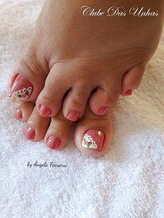 Unhas decoradas com vintage floral46 Toe Nail Designs, Toe Nails, Acrylic Nails, Nail Art, Floral, Vintage, Toenails, Nail Colors, French Manicure Designs