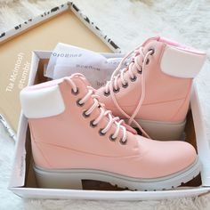 Best uggs black friday sale from our store online.Cheap ugg black friday sale with top quality.New Ugg boots outlet sale with clearance price. Dr Shoes, Hype Shoes, Me Too Shoes, Pink Shoes, Pretty Shoes, Beautiful Shoes, Fashion Boots, Sneakers Fashion, Mode Adidas