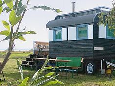 Usedom im Zirkuswagen am Haff mit Ferienhaus + Spielwiese für den Familienurlaub
