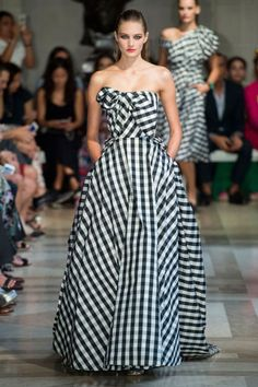 Gingham is back and this Carolina Herrera's gown is one of the best during New York Fashion Week!