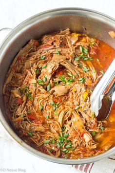 Essa receita de carne louca é super fácil de fazer, e você pode prepara-la na slow cooker ou na panela de pressão. O sabor é único, além de ser uma receita super prática de fazer. Carne louca fácil -