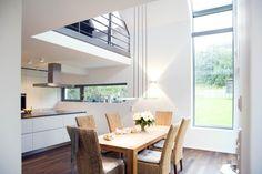 offenes-wohnen-auf-der-galerie-ueber-der-kueche-liegt-das-wohnzimmer.jpg (610×407)