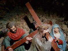 Ermita de San Sebastian. Cripta de los Judíos. Estos son 80 imágenes de tamaño algo mayor del natural que representan los pasos de un viacrucis. Estan hechos en  argamasa de alabastro pintado.