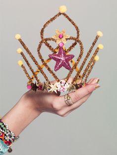 DIY Pipe Cleaner Crown!