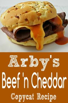 Arbys Beef and Cheddar Copycat Recipe with the perfect red ranch sauce via ZonaCooks White Pizza Recipes, Burger Recipes, Sauce Recipes, Beef Recipes, Cooking Recipes, Cat Recipes, Beef Meals, Freezer Meals, Cooking Tips