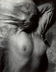 Erwin Blumenfeld- Nude Under Wet Silk, Paris, circa I wish the silk distorted the erotism of the image and transformed the body into an unidentifiable pile of flesh. Nude Photography, Black And White Photography, Fine Art Photography, Fashion Photography, Monochrome Photography, Photography Courses, Vintage Photography, Creative Photography, Newborn Photography