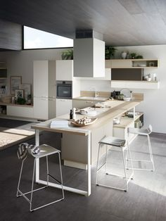 """This design concept also allows base and wall units of different colours to be combined, subdividing the kitchen into """"graphic"""" blocks while retaining its modular structure. For creating innovative compositions, with unusual, attractive chromatic and architectural effects every time."""