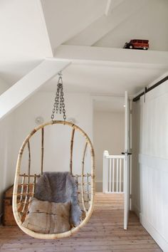 Hanging Hammock Chair, Lets Stay Home, Teenage Room, Daughters Room, Attic Rooms, Awesome Bedrooms, Home And Deco, Dream Rooms, Home Decor Inspiration