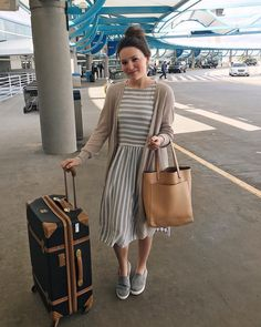 "2,092 curtidas, 34 comentários - Courtney Toliver Guthrie (@courtneytoliver) no Instagram: ""Airport style ✈️ We're headed to Oklahoma for a week These shoes are from @lacenlilac and they're…"""