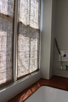 40 DIY Ways to Dress Up Boring Windows - Easy Burlap Shades - Cool Crafts and…