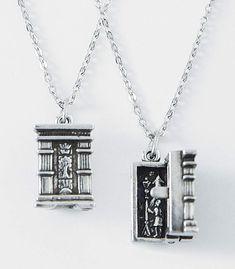Narnia wardrobe Pendant
