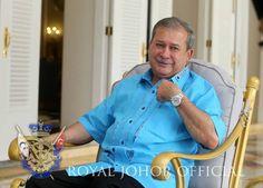 Sultan Johor Tunai Nazar, Derma RM1j Untuk Anak Yatim - http://www.malaysiastylo.com/137115/sultan-johor-tunai-nazar-derma-rm1j-untuk-anak-yatim/