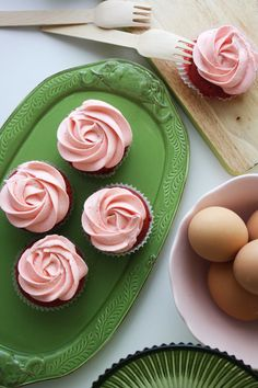 Red velvet cupcakes with pink swirled frosting http://flaary.com/