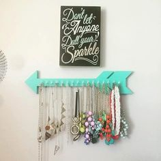 A simplistic, trendy way to organize your jewelry. This arrow offers a safe method for storage of your favorite necklaces, bracelets, or other jewelry! Great gift idea for your favorite college student, apartment renter, or teen! Or treat yourself !! -Solid Wood & handmade -20 tip to tail -approx 4 tall -many colors available -Fifteen (15) white or gold hooks for jewelry hanging Perfect Back-to-School Gift Idea! Or Birthday, Graduation, or Christmas!! *Hanging hardware included with i...
