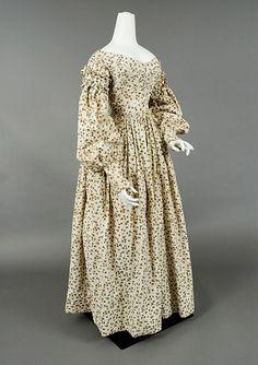 Printed Cotton Day Dress, c. 1838 - whitakerauction.smugmug.com Tasha Tudor Auction
