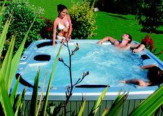 Se détendre dans un spa avec ses amis - Relax in a spa with friends  http://www.irrijardin.fr/boutique/spa