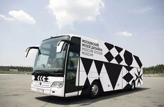 The bus of Moscow Design Museum mirrors its visual identity. There should be more museum on the road! Museum Identity, Museum Branding, Destination Branding, Vehicle Signage, Outdoor Signage, Car Wrap, Design Museum, Visual Identity, Corporate Identity