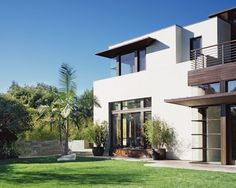 Amazing San Remo Drive House Exterior With Green Landscaping Design Combined With Modern Contemporary Home Shaped Decoration Ideas
