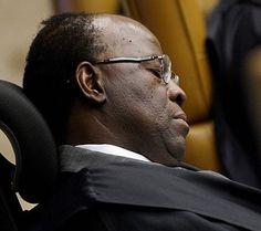 """Jornais flagram JB e Mendes """"dormindo"""" durante julgamento do mensalão - Migalhas Quentes"""