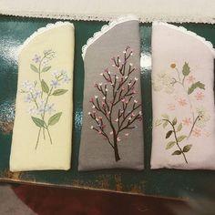 안경집 #프랑스자수#송도#선물 Embroidery Purse, Hand Embroidery Tutorial, Embroidery Flowers Pattern, Applique Patterns, Embroidery Applique, Embroidery Stitches, Embroidery Designs, Hand Applique, Wool Applique