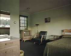 Stephen Shore, Room 11, Star Motel, Manistique, Michigan, July 8.