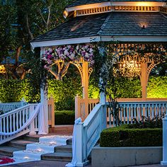 Have you dreamed of having a gazebo wedding? We can make a gazebo like this or whatever your imagination has in store!