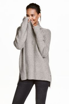 Knitted polo-neck jumper: Chunky-knit jumper in a cotton blend with a ribbed polo neck, raglan sleeves, slits in the sides and ribbing at the cuffs and hem. Slightly longer at the back.