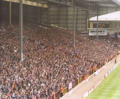 The old Holte End terrace Soccer Fans, Football Fans, Super Club, Aston Villa Fc, Bristol Rovers, Football Images, Football Casuals, Villa Park, Birmingham Uk