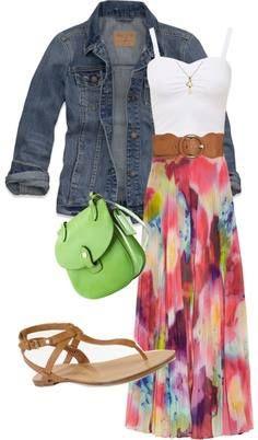 veste jeans + maxi dress + sandales hippie + sac d'une couleur dans l'imprimé