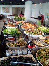 NUTRISSON o que é: restaurante ovolactovegetariano site: http://www.nutrisom.com.br/ onde: viaduto nove de julho, 160 - sobreloja quanto: de segunda a sexta, buffet completo + suco + sobremesa por r$ 23; domingos por r$ 27 é bom porque: é comida vegetariana saborosa e bem feita, com muitas opções de pratos quentes e frios. o ambiente, ao contrário de muitos vegetarianos, é bem acolhedor. serviço: aberto de segunda à sexta das 11h às 15h15; domingos das 11h30 às 16h30 #sphonesta