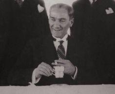 Mustafa Kemal Atat rk s Resimler 4 308 foto raf VK Blond, Iron Man Wallpaper, The Turk, Great Leaders, Historical Photos, Body Weight, Father, Photoshop, History