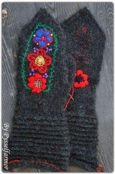 Gorgeous Swedish mittens, by the amazingly talented Pysselfarmor
