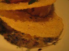 Saint-Jacques grillées aux chips de parmesan C'est Bon, Hummus, Dinner, Eat, Ethnic Recipes, St Jacques, Food, Rare Steak, Parmesan Chips