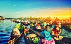 Floating market location at south of Borneo, Banjarmasin, Indonesia. Photo taken by   Prayudi nugraha|http://www.nusatrip.com/id/tiket-pesawat/ke/banjarmasin_BDJ