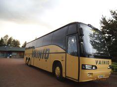 Elokuun 13.päivä, linja-auto Naarilan pihassa