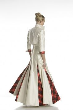 I would love this in deep green with my Cameron or Grant tartan or my husbands Murray for the gussets. Love it!!